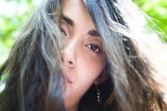 Adolescente con el pelo windblown Fotografía de archivo