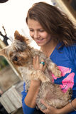 Adolescente con el perro Foto de archivo libre de regalías