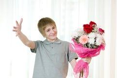 Adolescente con el ramo Imagen de archivo