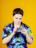 Adolescente con el retrato binocular del primer de la ópera Imagenes de archivo