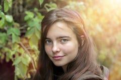 Adolescente con el sol detrás Imágenes de archivo libres de regalías