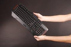 Adolescente con el teclado de ordenador Fotos de archivo