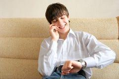 Adolescente con el teléfono Imágenes de archivo libres de regalías