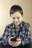 Adolescente con el teléfono celular Imágenes de archivo libres de regalías
