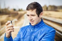 Adolescente con el teléfono celular Fotografía de archivo libre de regalías