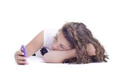 Adolescente con el teléfono móvil Foto de archivo