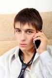 Adolescente con el teléfono móvil Imagenes de archivo