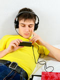 Adolescente con el teléfono móvil Fotografía de archivo