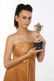 Adolescente con el trofeo del oro Foto de archivo libre de regalías