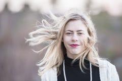 Adolescente con el viento en el pelo Imagen de archivo libre de regalías