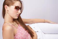 Adolescente con gli occhiali da sole Immagini Stock Libere da Diritti