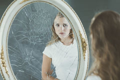 Adolescente con i problemi di personalità immagini stock