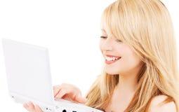 Adolescente con il computer portatile Immagini Stock Libere da Diritti