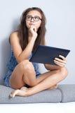 Adolescente con il ridurre in pani Fotografie Stock Libere da Diritti