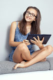 Adolescente con il ridurre in pani Fotografia Stock Libera da Diritti