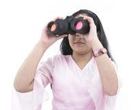 Adolescente con il suo binocolo fotografie stock libere da diritti