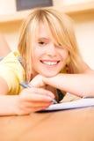 Adolescente con il taccuino e la penna Fotografie Stock