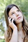 Adolescente con il telefono astuto Immagini Stock Libere da Diritti