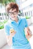 Adolescente con il telefono mobile Fotografia Stock