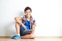 Adolescente con il touchpad Fotografia Stock