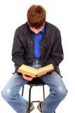 Adolescente con il vecchio libro Immagini Stock