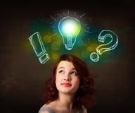 Adolescente con l'illustrazione disegnata a mano della lampadina Immagine Stock Libera da Diritti