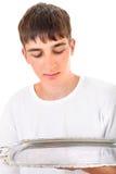 Adolescente con la bandeja vacía Imagenes de archivo