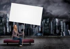 Adolescente con la bandera Fotografía de archivo libre de regalías