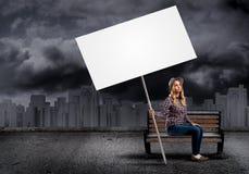 Adolescente con la bandera Foto de archivo libre de regalías