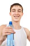 Adolescente con la botella de agua Fotografía de archivo libre de regalías