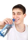 Adolescente con la botella de agua Imagen de archivo libre de regalías