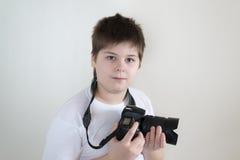 Adolescente con la cámara en luz Imágenes de archivo libres de regalías