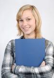 Adolescente con la carpeta azul Imágenes de archivo libres de regalías