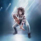 Adolescente con la chitarra classica Fotografia Stock