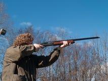 Adolescente con la escopeta Imagen de archivo libre de regalías