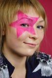 Adolescente con la estrella rosada en la cara Fotos de archivo