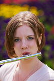 Adolescente con la flauta Imagen de archivo libre de regalías