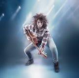 Adolescente con la guitarra clásica Fotografía de archivo