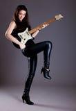 Adolescente con la guitarra eléctrica Fotografía de archivo libre de regalías