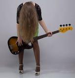 Adolescente con la guitarra, headbang Fotografía de archivo libre de regalías