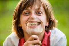 Adolescente con la lupa Imagenes de archivo