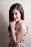 Adolescente con la mano en la barbilla Fotografía de archivo libre de regalías
