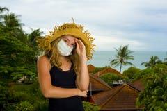 Adolescente con la mascarilla Fotos de archivo libres de regalías