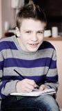 Adolescente con la matita fotografia stock