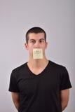 Adolescente con la nota de la parada sobre la boca Fotografía de archivo libre de regalías