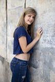 Adolescente con la pared de Grunge Fotografía de archivo libre de regalías