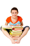 Adolescente con la pila de libros Foto de archivo