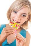 Adolescente con la piruleta colorida Foto de archivo libre de regalías