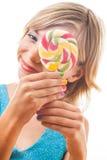 Adolescente con la piruleta colorida Foto de archivo