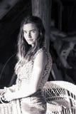 Adolescente con la silla de mimbre Imagen de archivo libre de regalías